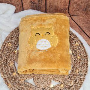 Couverture bébé – jaune moutarde brodée